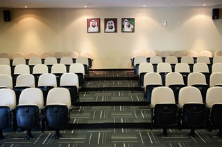 Auditorium in de IHC.  On the wall, portraits of UAE leaders.   Pieter van den Boogert for The Correspondent
