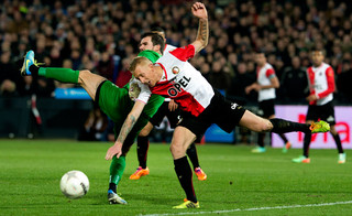 Lex Immers in a duel with the opposing team's goalkeeper, Piet Veldhuizen of Vitesse, in January 2014. Photo by Olaf Kraak for ANP (Dutch News Agency)