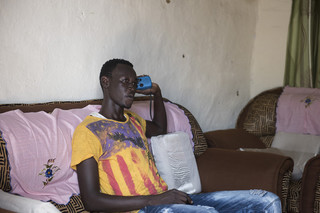 Youwill Dominic listens the news, sports, and music on Eye Radio. Juba, South Sudan. Photo by Charles Lomodong for De Correspondent