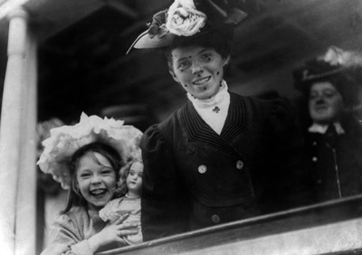 Young woman and girl arriving at Ellis Island aboard the S.S. Baltic,1907. Photo by Getty